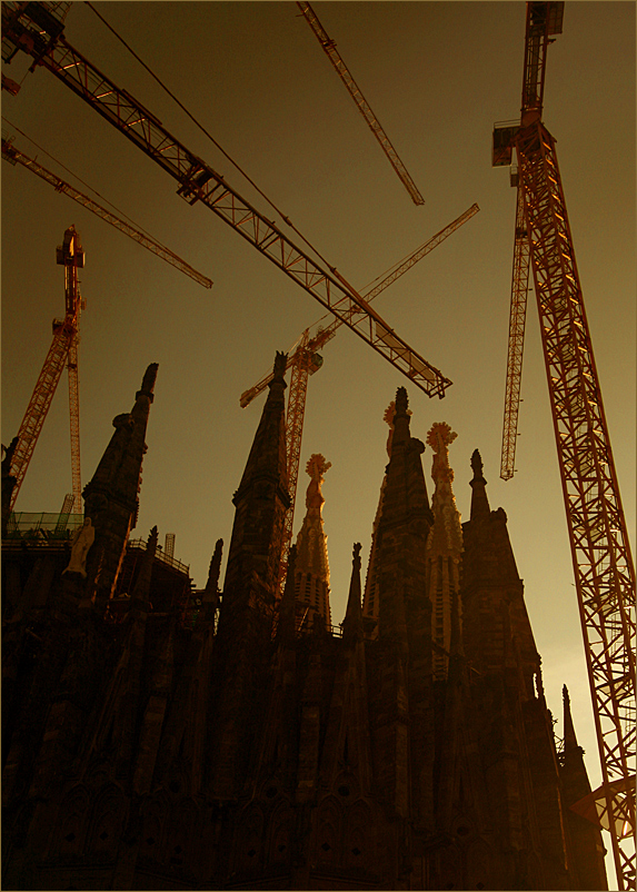 SAGRADA FAMILIA IN SUNSET